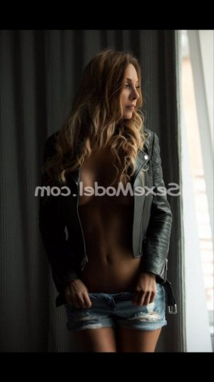 Joelly escort girl massage